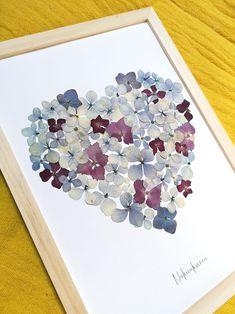 Pressed Flowers Frame, Pressed Flower Art, Flower Frame, Dried Flower Arrangements, Dried Flowers, Art Floral, Flower Artwork, Plant Art, Leaf Art