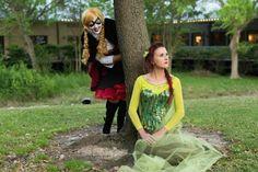 Frozen Comes To Gotham With Harley Anna And Poison Ivy Elsa Cosplay Read more at http://fashionablygeek.com/costumes/frozen-gotham-cosplay/#iEVJFmyl6ZtQyTKO.99