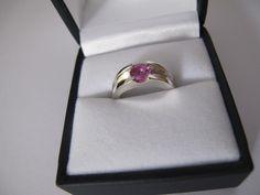 Zilveren trouwring met roze saffier