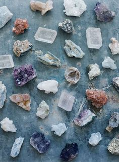Bohemian Wedding Inspiration - Use geodes like quartz and crystal to add a uniqu. - Bohemian Wedding Inspiration – Use geodes like quartz and crystal to add a unique flair to your w - Crystal Magic, Crystal Grid, Crystal Healing, Bohemian Wedding Inspiration, Bohemian Decor, Boho, Wedding Places, Wedding Place Cards, Minerals And Gemstones