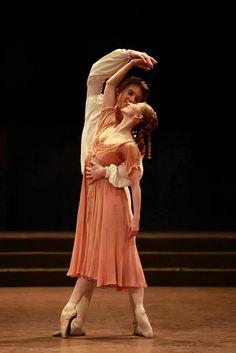 "<< Daria Klimentova and Vadim Muntagirov in ""Romeo and Juliet"" (English National Ballet >>"