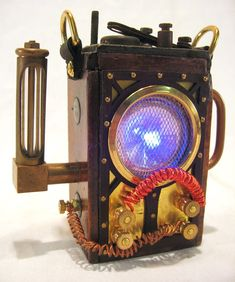 ePod (Edison Pod) Anti-Paradox Device and wallet/phone holder - Made to order Steampunk House, Steampunk Design, Steampunk Lamp, Steampunk Artwork, Steampunk Gadgets, Steampunk Watch, Steampunk Fashion, Nerf, Horror Themes