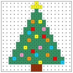 クリスマスオーナメント無料図案 〜 アイロン(アクア)ビーズで作るサンタ、トナカイからクリスマスツリーまで | 主婦の笑顔を守りたい Melty Bead Patterns, Hama Beads Patterns, Beading Patterns, Bracelet Patterns, Embroidery Patterns, Beaded Cross Stitch, Cross Stitch Patterns, Quilt Patterns, Mosaic Patterns