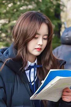 Kim so hyun (jojo) Love alarm behind the scene Female Actresses, Korean Actresses, Asian Actors, Korean Actors, Kim Son, Ulzzang Korean Girl, Gone Girl, K Pop Star, Sungjae