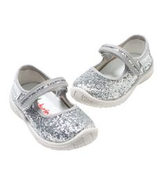 glitter mary janes. :D!!!