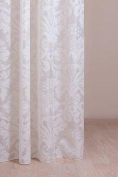 Visillo devorado con un dibujo floral  - Villalba Interiorismo