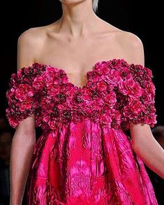 #giambattistavalli #styleblogger #wedding #weddingblog #weddinggown #weddinglove #weddingflowers #weddingfashion #luxurylifestyle #instabride #bridal #bridaldress #bridalgown #bridalcouture #couture #harrystyles #fashionista #hautecouture #gown #womensfashion #dress #details #embroidery #eventdesign #eveninggown #eveningdresses #eveningdress #moda #trends #beautifulbride