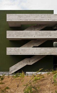 Best Ideas For Architecture and Modern Design : – Picture : – Description . Concrete Architecture, Stairs Architecture, Modern Architecture House, Architecture Details, Interior Architecture, Interior Design, Modern Houses, Concrete Staircase, Installation Architecture
