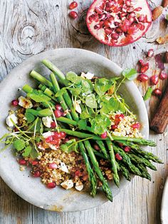 Fresh asparagus, crunchy almonds and goat's cheese make this tasty salad a go-to recipe. Fresh asparagus, crunchy almonds and goat's cheese make this tasty salad a go-to recipe. Real Food Recipes, Cooking Recipes, Healthy Recipes, Dessert Recipes, Asparagus Salad, Fresh Asparagus, Healthy Salads, Healthy Eating, Donna Hay Recipes