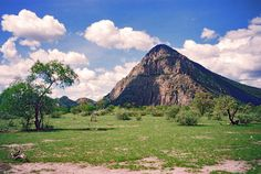 The Tsodilo Hills (Botswana). 'Botswana's only Unesco World Heritage Site, are sometimes referred to as the 'Louvre of the Desert'. More than 4000 ancient paintings. Cool Places To Visit, Places To Go, Trekking Holidays, Louvre, Adventure Tours, Adventure Activities, Okavango Delta, Africa Travel, World Heritage Sites