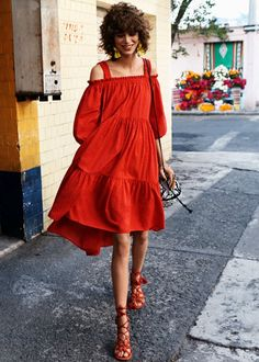 An easy wear red dress. You don't need a perfect body to wear this kind of #dresses. Try it!