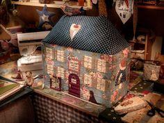 Casa de bonecas em tecido