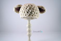 Just in time for spring and Easter is the adorable Baby Lamb Crochet Hat. It will be the perfect finishing touch to any photographers spring photo shoot. It& an easy crochet pattern that uses Martha Stuart Lofty Wool blend. Crochet Baby Hats Free Pattern, Crochet Sheep, Easter Crochet Patterns, Crochet Baby Beanie, Crochet For Kids, Free Crochet, Crochet Hats, Irish Crochet, Crochet Decoration