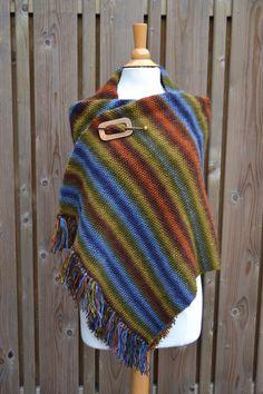 Een lekker warm cadeau voor een lieve vriendin   Wil jij ook zo'n warme omslagdoek breien, cadeau geven of lekker zelf houden ;-) kijk dan op www.juffrouw-ooievaar.blogspot.nl voor het gratis patroon