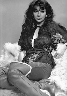 See Kate Bush pictures, photo shoots, and listen online to the latest music. Madonna, Musica Pop, Queen Kate, Music Icon, Female Singers, Record Producer, Music Artists, Beautiful People, Lady
