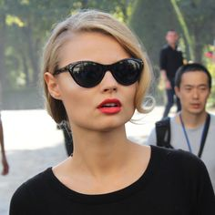 Love the side parting and flick at the end. Lips and cat-eye sunglasses complete this look.