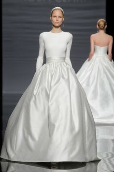 Modische Brautkleid Variante aus zwei Teilen - Enganliegendes Oberteil und weiter Rock