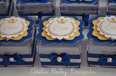 Caixinha de acrílico personalizada no tema príncipe para aniversario, nascimento , chá de bebe !    Caixinha medindo 5 x 5 x 5 cm em acrílico    Pode ser feita em qualquer tema, e outras cores !  Consulte um tema personalizado para você !!!  ( CAIXA VAZIA )