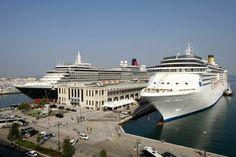 Era la prima volta che due navi da crociera operano con sbarchi e imbarchi. In città oltre 7500 crocieristi
