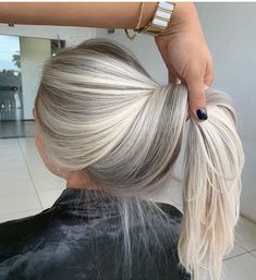 Ice Blonde Hair, Silver Blonde Hair, Blonde Hair Looks, Purple Hair, Platinum Blonde Ombre, Icy Blonde, Platinum Blonde Hairstyles, Silver Hair Colors, Brown Hair Dyed Blonde