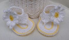 Baby sandals with sunflower