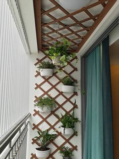 Trendy Small Balcony Patio Decorating Ideas with Tips - Cozy Home 101 Garden Garden apartment Garden ideas Garden small Small Balcony Design, Small Balcony Garden, Small Balcony Decor, Balcony Plants, Outdoor Balcony, House Plants Decor, Small Garden Design, Small Balconies, Garden Ideas In Balcony