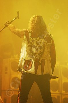 A Vince Neil classic for your Motley Crue #Photo of the day. #RIPMotleyCrue #MotleyCrue #VinceNeil