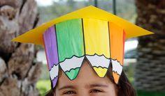 Graduation for preschoolers hats Kindergarten Activities, Preschool Crafts, Activities For Kids, Safari Decorations, School Decorations, Art For Kids, Crafts For Kids, Teachers Day Card, Clown Party