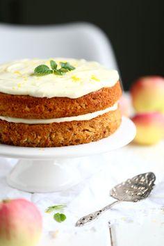 Helppo ja mehevä omenakakku porkkanakakun tapaan - Suklaapossu Vanilla Cake, Cheesecake, Baking, Desserts, Food, Cheesecake Cake, Bread Making, Tailgate Desserts, Deserts