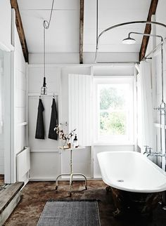 Clawfoot tub in the