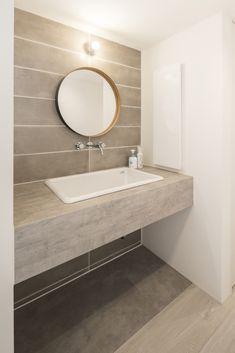 Washroom Tiles, Toilet Tiles, Washroom Design, Toilet Room, Downstairs Bathroom, Ceiling Design, Tile Design, Modern Bedroom, Interior And Exterior