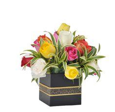 COCKTAIL - $96.000 [15 Rosas de colores surtidos - Cintilla. Base de madera cubo - Moño y Tarjeta] Fresco, Decorative Boxes, Base, Home Decor, Cocktails, Friendship, Floral Arrangements, Bias Tape, Wood