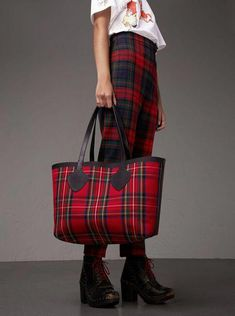 A reversible tote bag in Vintage Burberry check and tartan  Chanelhandbags Burberry  Tote Bag 0e911a2d8ae26