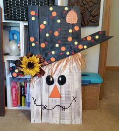 My pallet scare crow - meghan likes this one but not this big Fall Wood Crafts, Halloween Wood Crafts, Pallet Crafts, Wooden Crafts, Thanksgiving Crafts, Holiday Crafts, Halloween Decorations, Fall Decorations, Pallet Painting