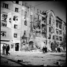 Saáry Évát, a fiatal geológust, 1956. október 23-a eseményei mozdították ki a Pest Vidéki Ásványbánya Vállalatnál végzett, már-már megszokott munkájából. Írásaiból, valós életrajzi vonatkozásokból épített novelláiból (Az a nap, Bújócska a halállal) az is… Jena, Hungary, Budapest, Revolution, Photo Wall, Street View, Marvel, History, Painting