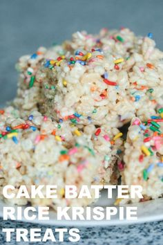 Cake Batter Rice Krispie Treats Six Sisters Stuff There perfect birthday dessert that is so easy to make and only requires 5 ingredients to make You will love this delicious twist on a classic favorite ricekrispies dessert Rice Krispy Treats Recipe, Rice Crispy Treats, Yummy Treats, Sweet Treats, Oreo Rice Krispie Treats, Oreo Bars, Mini Desserts, Oreo Desserts, Plated Desserts