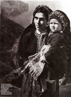 Island of Karpathos, Kostas Balafas Photographs Of People, Vintage Photographs, Vintage Photos, Greece Photography, Still Photography, Old Pictures, Old Photos, Black N White Images, Black And White