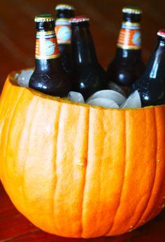Pumpkin beer cooler - perfect for a pumpkin beer tasting or a Halloween party! Fall Halloween, Halloween Party, Happy Halloween, Scarecrow Party, Halloween Night, Halloween Stuff, Halloween Ideas, Inside Of A Pumpkin, Pumpkin Beer