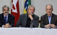 29/06/2015 22h52 - Atualizado em 29/06/2015 22h59 Parlamentares deixam celular fora da sala antes de reunião com Lula