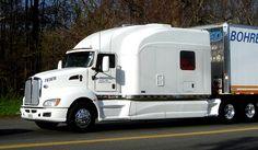 Kenworth w/ Bentz Sleeper Used Trucks, Big Rig Trucks, Cool Trucks, Quito, Motorhome Conversions, Police Truck, Kenworth Trucks, Peterbilt, Custom Big Rigs