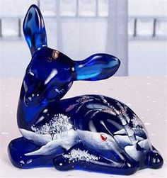 Would have been a beautiful gift for Gran. Fenton Glassware, Vintage Glassware, Cobalt Glass, Cobalt Blue, Blue Dishes, Glass Figurines, Himmelblau, Glass Animals, Blue Christmas