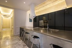 Modern and Contemporary Family Apartment in Barcelona& Eixample Patio Interior, Interior Design, Studios, Barcelona Apartment, Family Apartment, Classic House, Designer, Contemporary, Table