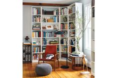 24 Smart and Stylish Ways to Decorate Empty Corners: Get a Corner Bookcase