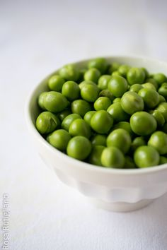 Peas by Rosa Rutigliano Give Peas A Chance, Fruits And Vegetables, Farmers Market, I Foods, Harvest, Food Photography, Grains, Seeds, Fresh