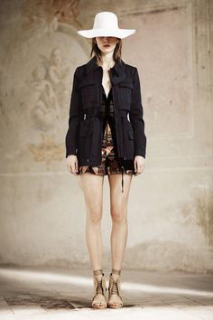 Philosophy di Lorenzo Serafini Resort 2014 Fashion Show Runway Fashion, Fashion Models, Fashion Show, Fashion Design, Vogue Fashion, Fashion Trends, Safari Chic, Safari Jacket, Romantic Outfit