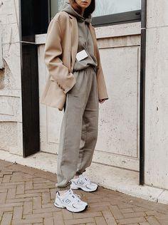 News Fashion, Look Fashion, Korean Fashion, Fashion 2020, Fashion Tips, Street Style Fashion Week, Looks Street Style, Winter Fashion Outfits, Fall Winter Outfits
