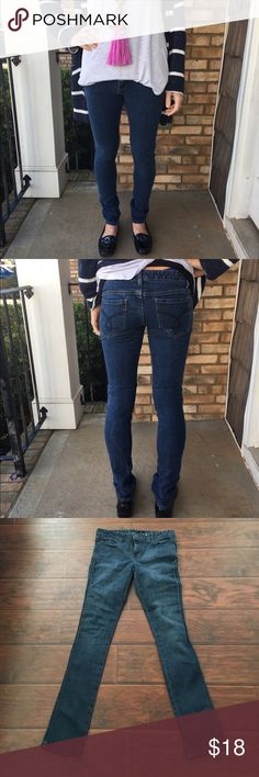 Calvin Klein dark denim skinny jeans In like new condition with no rips or stains. 99% cotton 1% Lycra. Super soft and form flattering. Thanks for looking. 💕 Calvin Klein Jeans Jeans Skinny