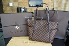 Louis Vuitton Totally MM in Damier Ebene - $1,430