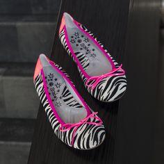 Zebra Ballerinas with a touch of pink from Acebo's --> http://www.omoda.nl/meisjes/ballerina-s-loafers/ballerina-s/acebo-s/roze-acebo-s-ballerina-s-8004-58419.html/?utm_source=Pinterest&utm_medium=referral&utm_campaign=AcebosKidsBallerina31-03-15&s2m_channel=903