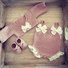 Baby knitting and crochet free pattern west, hat, balanket, dress Crochet Baby Blanket Sizes, Crochet Baby Hat Patterns, Crochet Bebe, Baby Patterns, Free Crochet, Blanket Patterns, Dress Patterns, Stitch Patterns, Crochet Baby Sandals